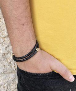 תמונה של דוגמן עם צמיד מלופף לגבר מעור אמיתי שחור