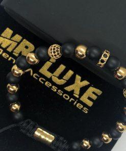 תמונה של צמיד שחור עם אבני זהב