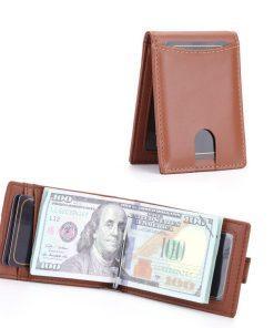 תמונה של ארנק עור חכם בצבע חום בהיר עם כרטיסים וכסף
