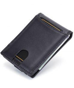 תמונה של ארנק כרטיסי אשראי מעור בצבע שחור מיוחד עם כרטיסים וכסף