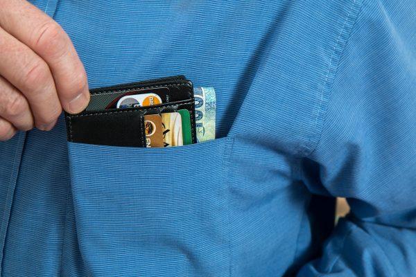 תמונה של ארנק לכרטיסי אשראי