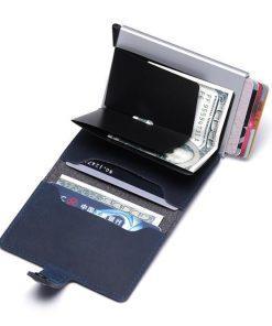 תמונה של ארנק כרטיסים ושטרות בצבע שחור