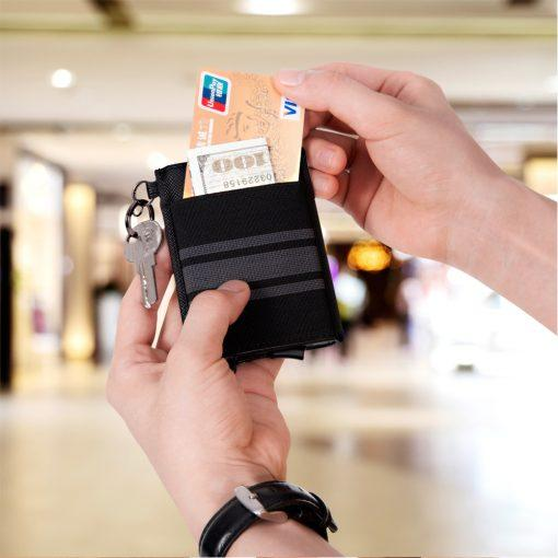 תמונה של ארנק כרטיסים ושטרות בצבע שחור עשוי עור אמיתי