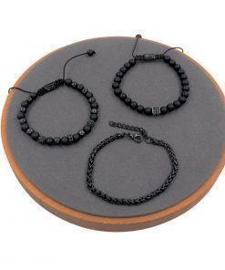 תמונה של שלושה צמידים מיוחדים לגבר בצבע שחור קלאסי
