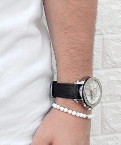 תמונה של דוגמן עם שעונים לגבר מבית gp וצמיד לבן