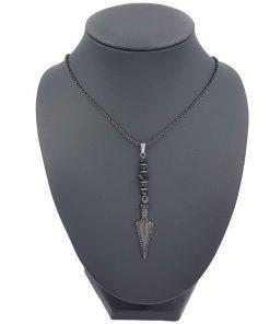 תמונה של שרשרת חץ שחורה משובצת אבני זירקון ובתוספת אבני חן