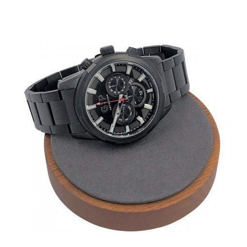 תמונה של שעון שחור בעיצוב ייחודי