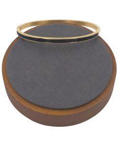 תמונה של צמיד זהב סגור עם שיבוץ אבני זירקון שחורות