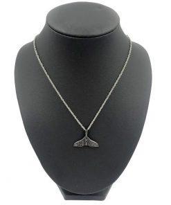 תמונה של שרשרת לגבר סנפיר דולפין שחורה