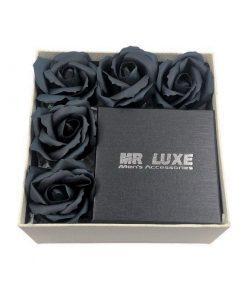 תמונה של מארז קטן לגבר עם פרחי סבון בצבע שחור